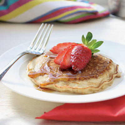 Oaty pancakes with strawberries