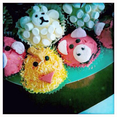 vegie smugglers farmyard cupcakes